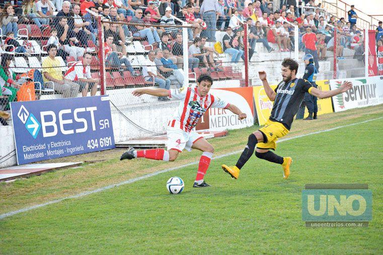 Martín Galli acumula cuatro amonestaciones. Una amarilla lo dejará al margen del próximo juego.  Foto UNO/Mateo Oviedo