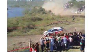 Rally en Córdoba: Seis espectadores resultaron heridos tras un vuelco
