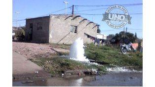 Impresionante pérdida de agua en Almafuerte y Parera