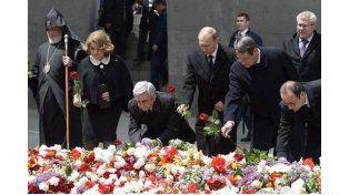 Con un minuto de silencio comenzó la ceremonia por el centenario de genocidio armenio. Foto: Télam