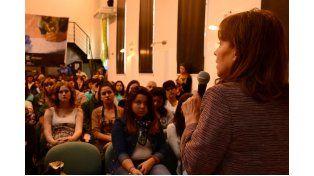 Presentación. Osuna participó del lanzamiento y habló de la construcción cultural de la memoria.  Foto: Prensa Municipalidad de Paraná