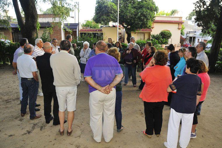 Vecinos exigen información sobre la posible instalación de una antena