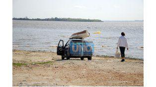 """Reflexión. """"¿Por qué la mayoría no tiene la posibilidad de llegar al río? ¿Porque no quieren o porque no pueden?"""".  Foto UNO/Mateo Oviedo"""