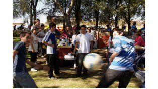 Vínculos. En el campamento los estudiantes cultivan la amistad.  Foto Gentileza/Poli General Ramírez