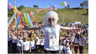 Con alegría. Fátima Heinze recibió el apoyo de mucho público que se acercó a participar. Foto UNO/Mateo Oviedo