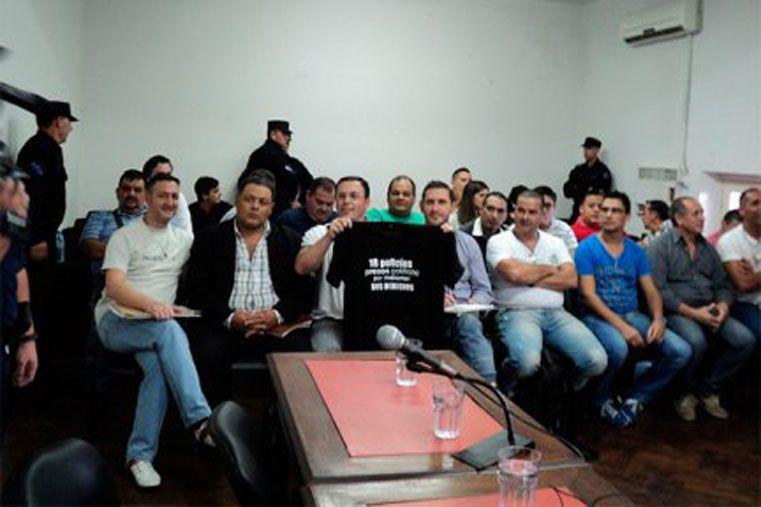 Los agentes acusados escucharon atentos la declaración de su ex Jefe Villalba.  Foto: Diario Río Uruguay