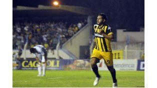 Arraya anotó dos goles en los últimos tres juegos. Mañana no podrá actuar por un edema muscular.