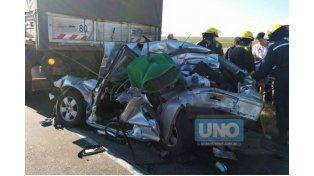 Un herido en un choque entre dos camiones y un auto, en la conexión vial Victoria - Rosario