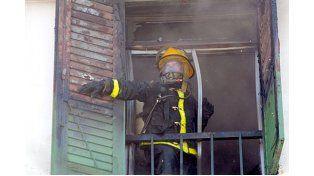 Arduo. Este mes hubo incendios en las ciudades cercanas a Paraná.  Foto Gentileza/ Bomberos Zapadores