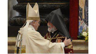 El gesto. Francisco recibió en El Vaticano al líder religioso armenio donde se refirió a la matanza étnica.  Foto: AP