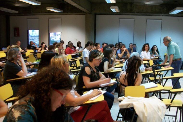 Participación. Hicieron talleres con el médico Tabares del centro Vínculo.  Foto: Gentileza Cátedra de Salud Pública UNER