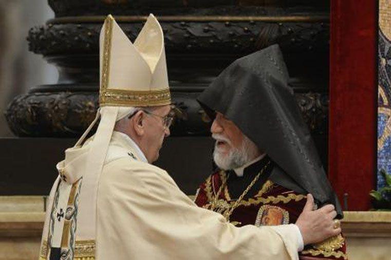 Histórico. El Papa reconoció los padecimientos del pueblo armenio.