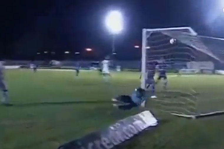 El golpe del arquero en el fútbol de Brasil.