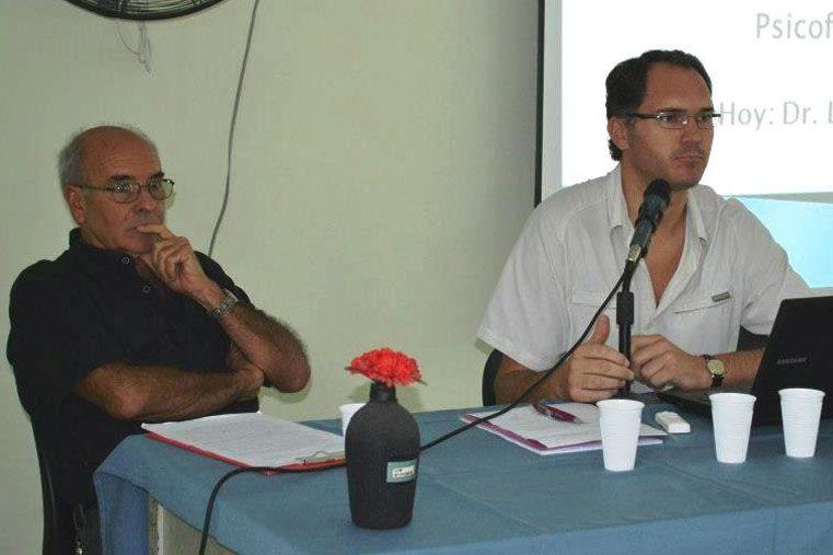 El Dr. Carlos Berbara y el Dr. Luis Ellerman en una clase del Curso de Actualización 2013
