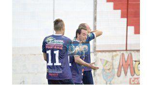 Vercelllino festeja el segundo gol del Decano en la victoria ante Instituto junto a Noir y Ledesma.   Foto UNO/Juan Ignacio Pereira