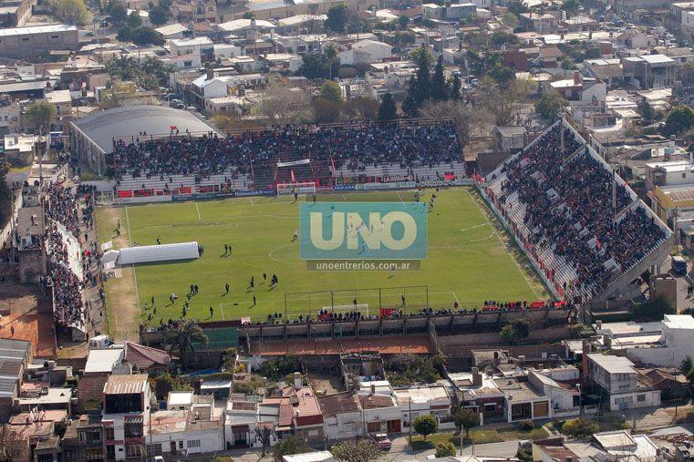 Desde los clubes negaron que se hayan iniciado conversaciones para que estén las dos hinchadas. Foto OVACIÓN / Juan Ignacio Pereira