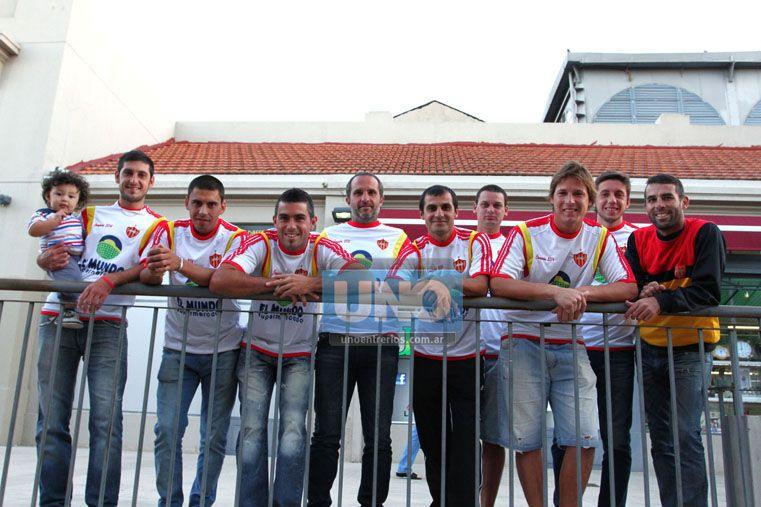 La unión del plantel de Atlético Neuquén es uno de los pilares de la campaña.   Foto OVACIÓN / Diego Arias