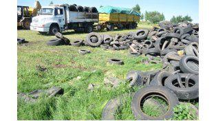Para reciclar. En 2014 juntaron dos camiones llenos de neumáticos.