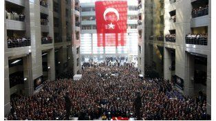 Bloquean Google, Facebook, Twitter y YouTube en Turquía