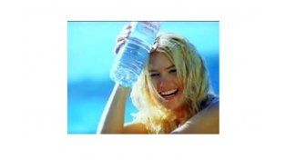 Una empresa de agua mineral debe indemnizar a Valeria Mazza