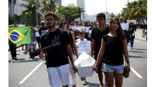 Protestas por el crimen de un niño en Río, en manos de la policía