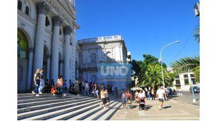 Catedral. Informó el arzobispado que Puiggari oficiará la misa a las 11. (Foto UNO/Juan Manuel Hernández)