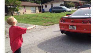Un padre le arrancó un diente de leche a su hijo tirando de un Chevrolet Camaro