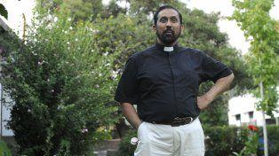 El Padre Ignacio recomendó dejar las comodidades y tomar el colectivo para ir al Vía Crucis