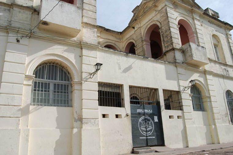 De baja. El hombre desplazado dio misas y confesó internos durante muchos años en la Unidad Penal N° 6. Foto: El Día