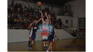Olimpia le ganó anoche a Huracán de Villaguay.  (Foto UNO/Mateo Oviedo)