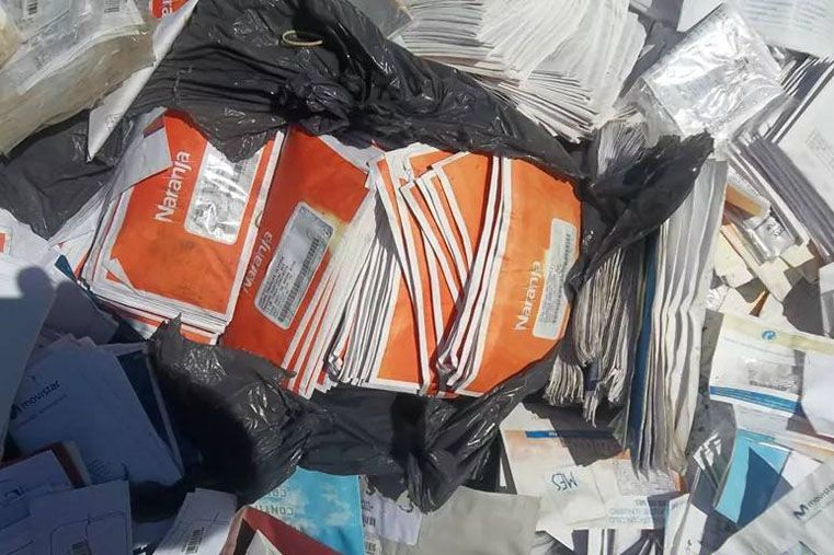 Encontraron miles de facturas tiradas en un baldío de Concordia