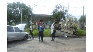 Dos niños heridos tras un violento choque en la esquina de Moreno y San Luis
