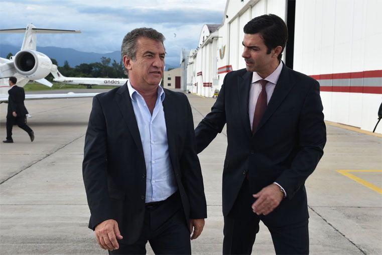 Acuerdo. Urribarri fue recibido por su par Urtubey al arribar a Salta.