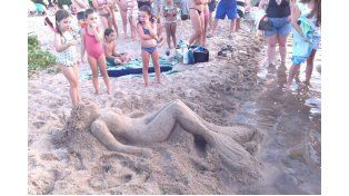 En Colón. El fin de semana los bañistas pudieron admirar las esculturas.