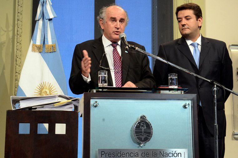 Parrili y Mena dieron una conferencia de prensa