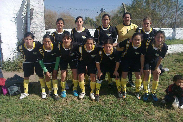 De las chicas. La entidad también cuenta con un equipo femenino para disputar los torneos independientes que se desarrollan en Paraná.