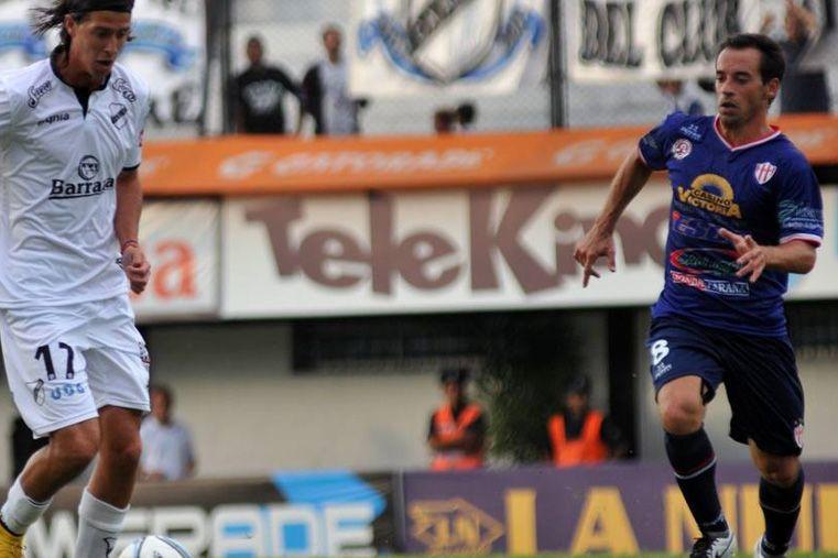 Pablo Vercellino sigue de cerca la proyección de Ezequiel D´Angelo.   Foto: Club Atlético All Boys