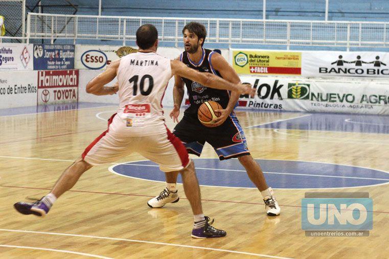 Santiago González fue uno de los puntos altos en el AEC: completó 10 puntos y 6 rebotes. Foto UNO/Diego Arias