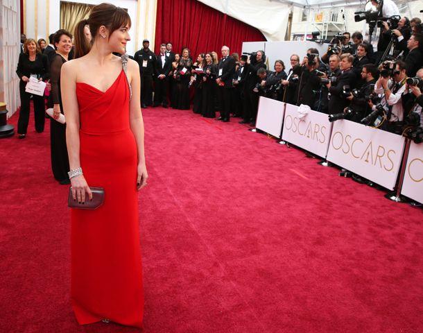 La alfombra roja, glamorosa y con lluvia, pero sin vanidades ni los excesos de otros años