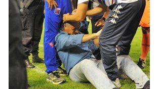Habrá sanción sobre el Gigante por la agresión que sufrió Gustavo Alfaro