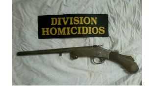 En un allanamiento se secuestró una escopeta recortada que será peritada.