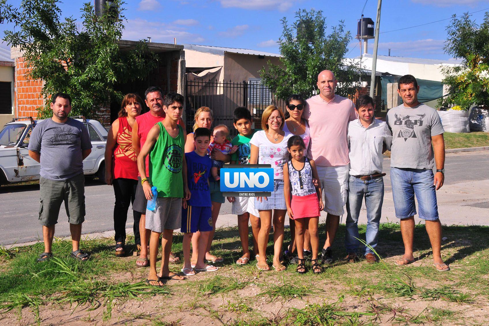 Pertenencia. Los vecinos comparten valores y entre todos cuidan la plaza para que los niños jueguen. (Foto UNO/Juan Manuel Hernández)