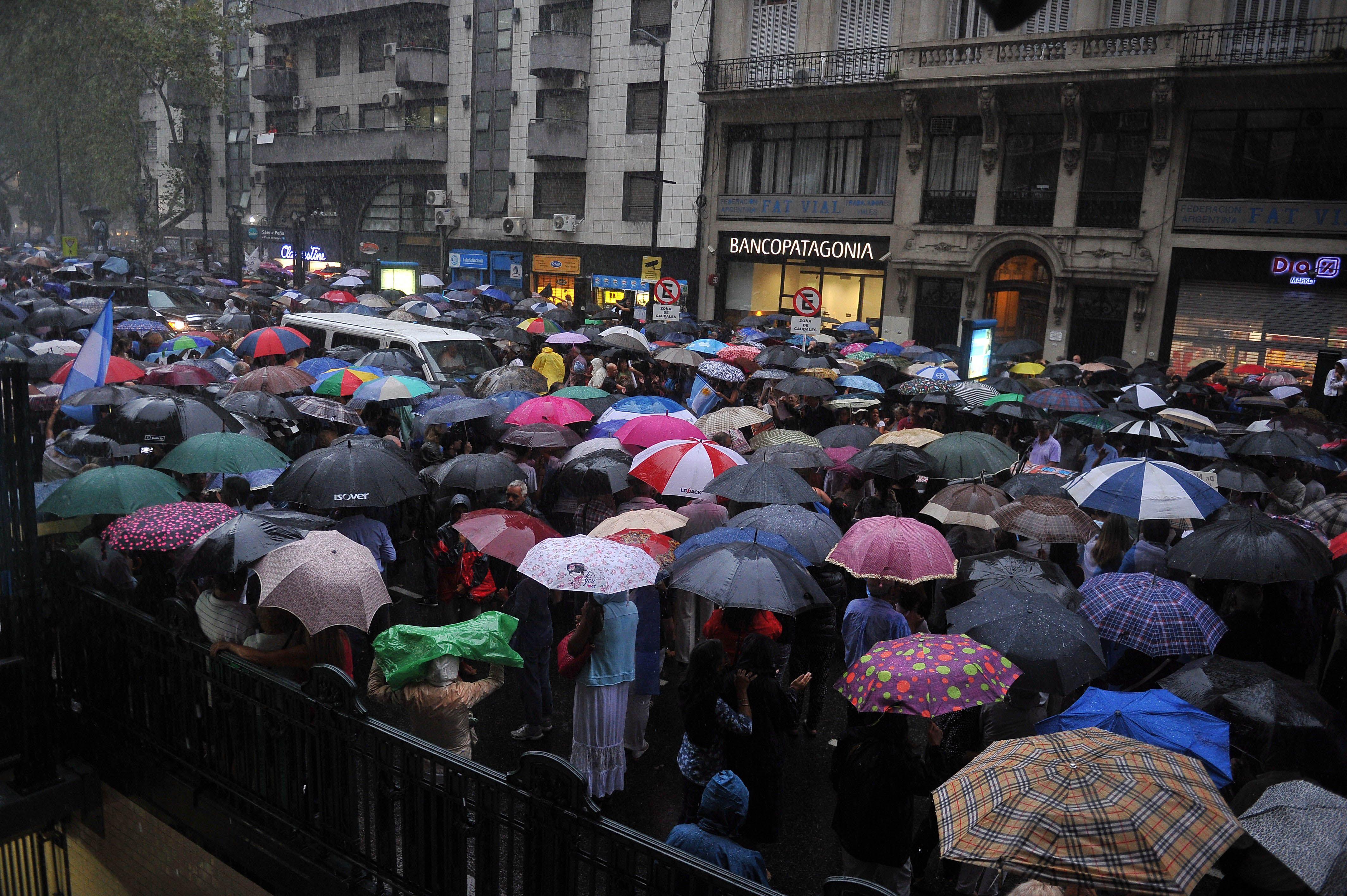 La marcha en homenaje a Nisman congregó una multitud en Buenos Aires