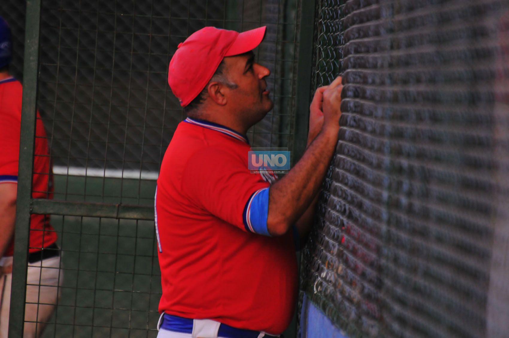 Da órdenes. Uno de los entrenadores de Pilar de Buenos Aires habla a uno de sus jugadores luego de una jugada en la definición de ayer por la tarde en Paraná.  (Foto UNO/Juan Manuel Hernández)