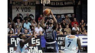 El equipo de Paraná jugó un gran segundo tiempo y se trajo los dos juegos de Buenos Aires.