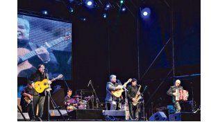 Aplaudidos. Los del Gualeyán tocaron el domingo frente a un público que los ovacionó. Luego subió al escenario Tino