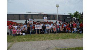 Movilización. Miliatantes de Paraná en su columna; los funcionarios que se ubicaron en un lugar especial; y los que viajaron desde localidades del resto de la provincia (en este caso