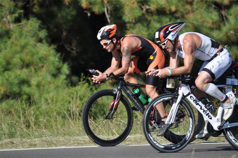 Más de 800 triatletas darán vida a la octava edición.