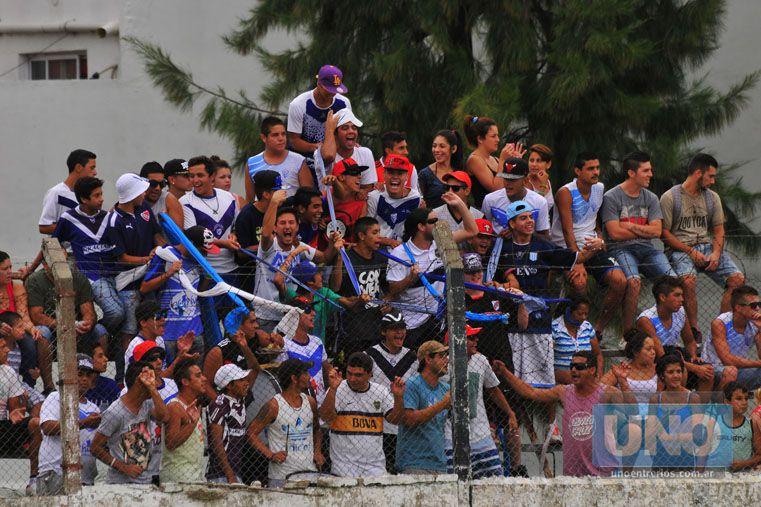 Coparon la tribuna. Los hinchas de Sportivo Urquiza colmaron la tribuna visitante para alentar el elenco de La Floresta en una nueva presentación en Torneo Nacional. A pesar del resultado