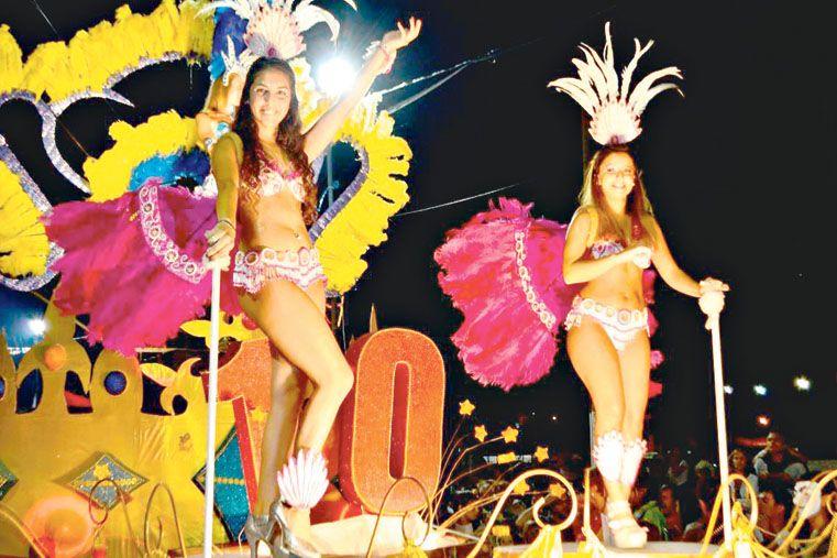 EL CARNAVAL MÁS DIVERTIDO. Victoria brillará esta noche con su popular festejo.